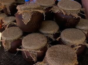 мед в глиняных горшках