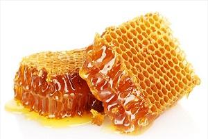 Как употребляют в пищу мед в сотах