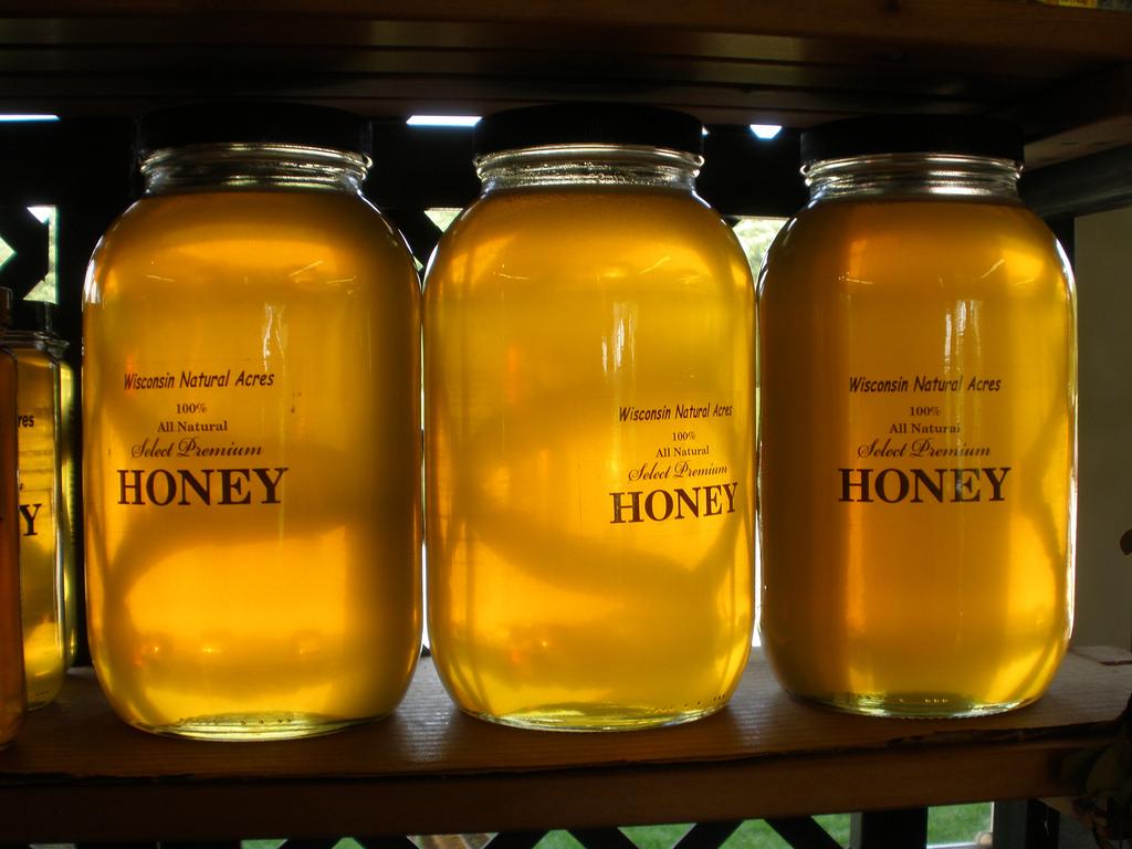 Мед на ночь, его польза и вред